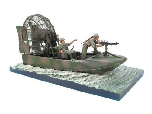Hobby Fan HF083 Aircat Airboat Base with 2 Figures (the boat is not included)