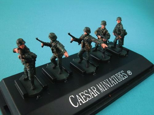 Caesar Miniatures P802 WWII German Panzergrenadiers set2 (fertig bemalt)