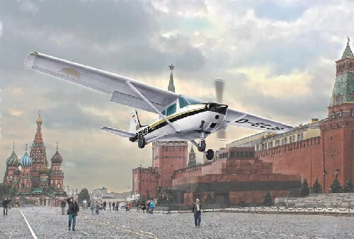 Italeri 2764 CESSNA 172 SKYHAWK - Landing on Red Square (1987)