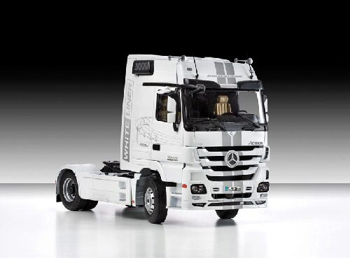 Italeri 3884 Mercedes - Benz Actros MP3