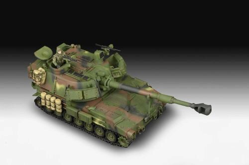 Revell 03331 M109A6