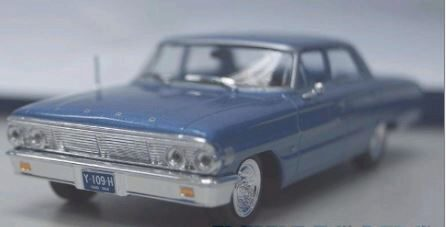 White-Box 200030 Ford Galaxie Sedan, metallic-hellblau